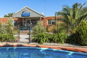 COMFORT INN COACH AND BUSHMANS - Coogee Beach Accommodation