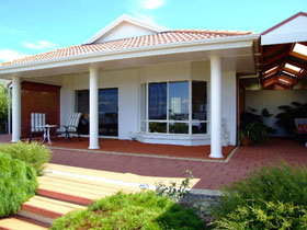 Close Encounters Bed and Breakfast - Coogee Beach Accommodation