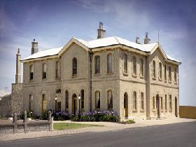 The Customs House - Coogee Beach Accommodation