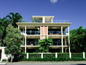 Cairns Beachfront Apartment - Coogee Beach Accommodation