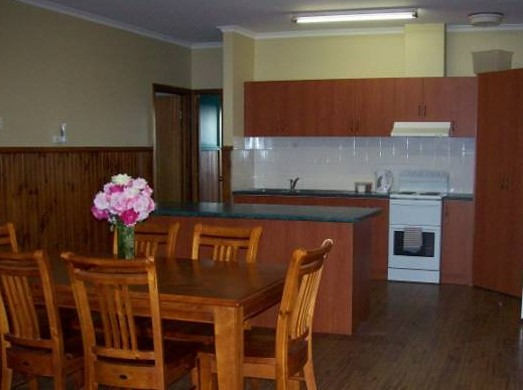 Riverland Holiday Cottage - Coogee Beach Accommodation