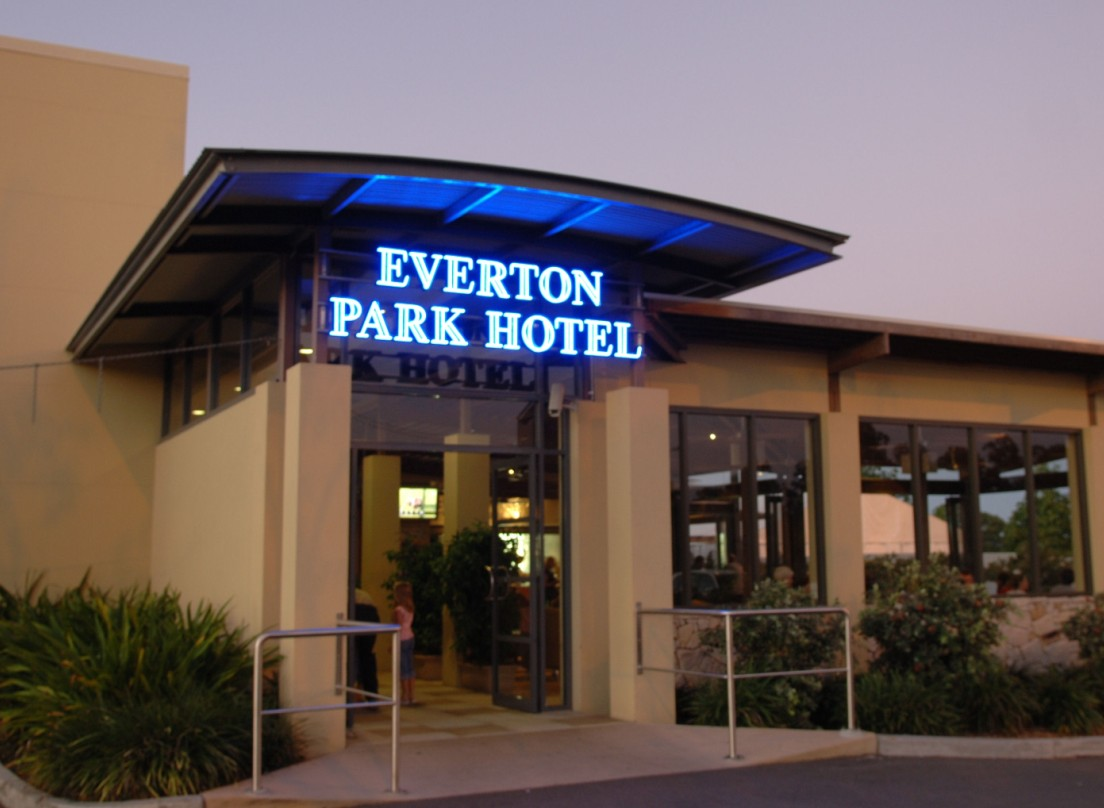 Everton Park Hotel - Coogee Beach Accommodation