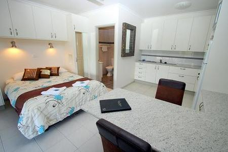 Coral Point Lodge - Coogee Beach Accommodation