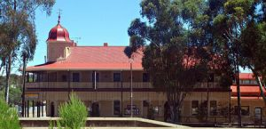 Peterborough Railway Hotel - Coogee Beach Accommodation