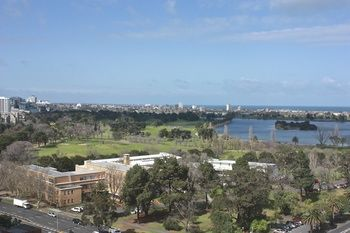 Apartments Melbourne Domain - South Melbourne - Coogee Beach Accommodation