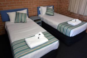 The Oaks Hotel Motel  - Coogee Beach Accommodation