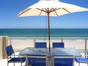 Adelaide Luxury Beach House - Coogee Beach Accommodation