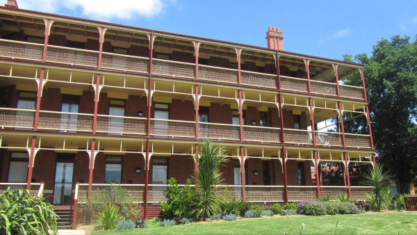 Yarra House - Coogee Beach Accommodation