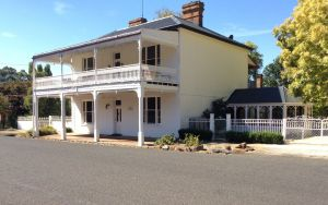 The White House Carcoar - Coogee Beach Accommodation